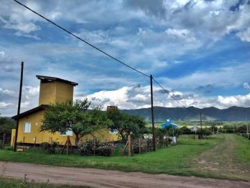 Casa en esquina con excelente vista a las Sierras