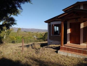 Casa en excelente estado cerca del río y con hermosa vista a las Sierras